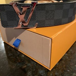 Louie Vuitton Belt sz 40